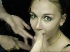 Грудастая студентка в видео от первого лица строчит домашний минет с окончанием в рот