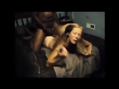 Зрелая британка в домашнем видео со скрытой камеры изменяет супругу с негром