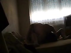 Зрелая толстуха перед скрытой камерой наслаждается любительским сексом
