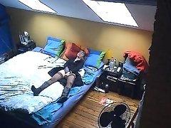 Подглядывание через скрытую камеру за онлайн мастурбацией зрелой дамы в чулках
