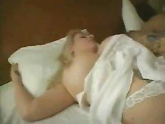 Грудастая зрелая блондинка для домашнего секса завела молодого партнёра