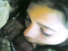 Смуглянка с волосатой киской сняла видео от первого лица с любительским куни