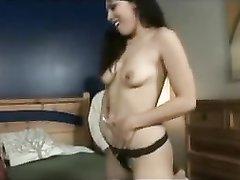 Парижанка с обвисшими сиськами в домашнем видео трахается с мужем и негром