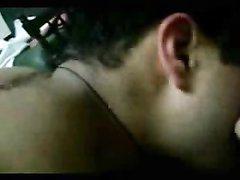 Арабская красотка в домашнем видео от первого лица балдеет от нежного куни