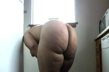 Сюжетом порно арабку в попу телочки трахаются фото