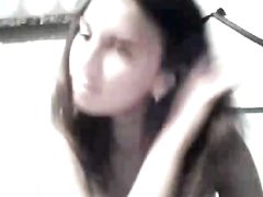 Латинская студентка в домашнем видео полностью обнажилась перед вебкамерой