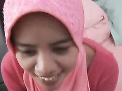 Молодая арабка в домашнем видео после минета отдалась в волосатую киску