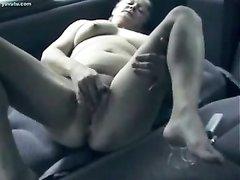 Любительскую мастурбация зрелой и не красивой дамы снимает на видео скрытая камера