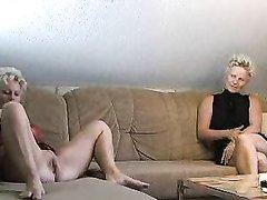 Две зрелые блондинки для секса втроём с куни и окончанием в рот завели любовника