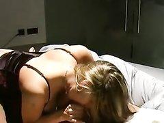 Грудастая женщина в любительском видео отсосав член трахнула напарника
