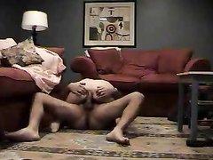 Любительский анальный секс со зрелой красоткой перед скрытой камерой