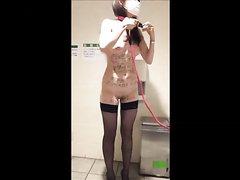 Худая азиатка в маске и чулках занялась домашней мастурбацией с секс игрушкой