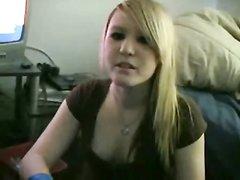 Белая блондинка с негром в домашнем видео приятно проводит свободное время