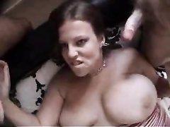 Толстуха с большими сиськами надела чулки для домашнего группового секса