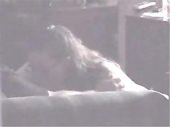 Скрытая камера записывает на видео домашний минет от красивой женщины