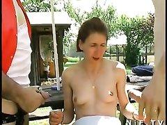 Рыжая французская домохозяйка в групповом анальном видео трахается не хуже шлюхи