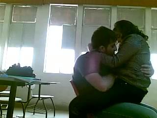 Зрелая турчанка перед скрытой камерой развела студента на домашний секс
