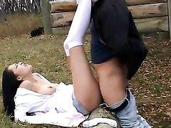 Пикапер с огромным членом на улице развёл брюнетку на любительский секс с буккакэ