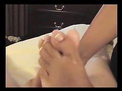 В видео от первого лица домашний фут фетиш с ухоженными ногами крупным планом