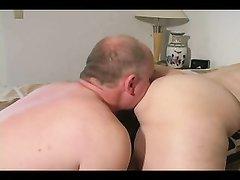 Жёсткое женское доминирование и римминг зрелой пары в любительском видео