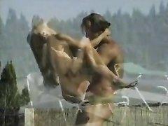 Мускулистый атлет и худая немка поклонник любительского секса на свежем воздухе
