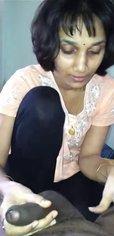 Индийская зрелая леди сосёт член перед домашним сексом от первого лица