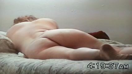 Белая дама подставила зрелую попу негру для домашнего анального секса