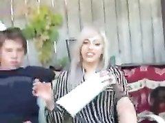 В любительском видео с фут фетишем студент кончает от мастурбации члена блондинкой