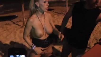 Зрелая немецкая блондинка любительница группового секса с незнакомцами