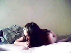 Энергичный домашний секс молодой пары перед скрытой камерой утром ранним