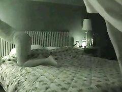 Перед скрытой камерой влюблённая пара начинает секс с куни и минета в 69 позе