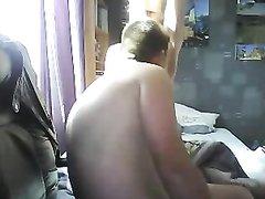 Чувак устроил любительскую мастурбацию киски молодой жены на вебкамеру