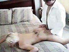 Блондинка с бритыми дырками идеально подошла для любительского секса с минетом