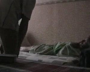 Перед скрытой камерой в любительском видео зрелая дама изменяет супругу