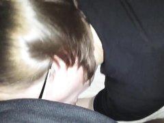 Британка в очках в видео от первого лица сделав домашний минет встала на карачки