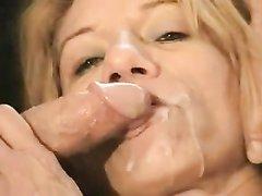 Жена в любительском видео попросила мужа дать знакомой блондинке пососать член