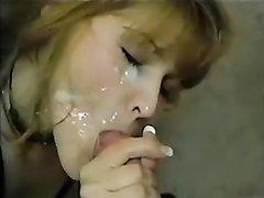 После шикарного минета в домашнем видео лицо зрелой дамы украсила сперма