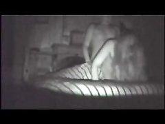 Скрытая камера снимает домашний секс озабоченной дамы изменившей мужу