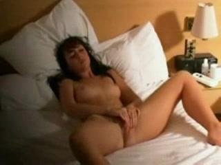 Смотреть скрытая камера сняла девчата мастурбируют фото 52-953