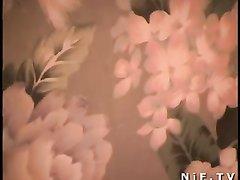 Зрелая француженка в чулках в любительском анальном видео со студентом