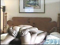 Утром зрелая жена радует озабоченного мужа любительским сексом в 69 позе
