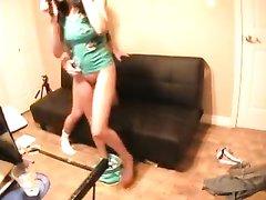 Доступная девушка в домашнем видео изменила мужу перед скрытой камерой