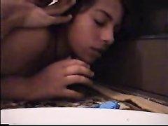 Арабская студентка перед любительским анальным сексом делает минет другу