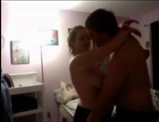 Перед скрытой камерой происходит домашний секс с куни и минетом с грудастой развратницей