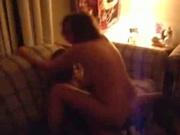 Негр в домашнем видео сунул чёрный член в зрелую киску белой поклонницы