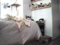 Подглядывание в любительском видео за голой девушкой через скрытую камеру