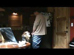 Скрытая камера снимает любительский минет и мастурбацию с окончанием на лицо