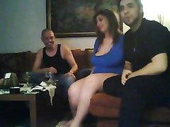 Ради любительского секса зрелая толстуха изменила мужу перед скрытой камерой