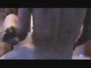 Мужик дрочит клитор и лижет киску мокрой красотке перед домашним сексом