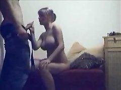 Арабская пара напротив вебкамеры увлечена любительским сексом с минетом